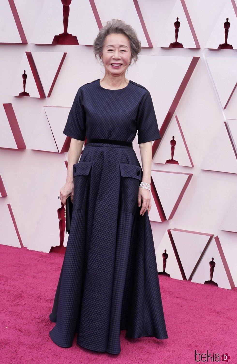 Youn Yuh en la alfombra roja de los Premios Oscar 2021
