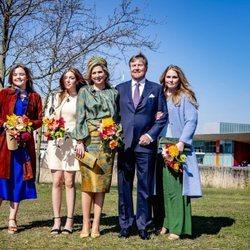 Guillermo Alejandro y Máxima de Holanda con sus hijas Amalia, Alexia y Ariane en el Día del Rey 2021