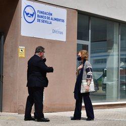 La Reina Sofía, recibida en el Banco de Alimentos de Sevilla