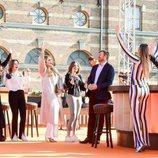 Máxima de Holanda y sus hijas Amalia, Alexia y Ariane de Holanda aclaman a Guillermo Alejandro de Holanda en el concierto del Día del Rey 2021