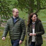El Príncipe Guillermo y Kate Middleton en una granja en Durham que visitaron antes de su décimo aniversario de boda