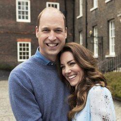 El Príncipe Guillermo y Kate Middleton en su décimo aniversario de boda en Kensington Palace