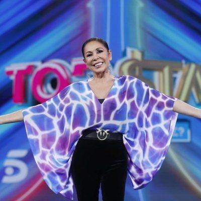 Isabel Pantoja, muy sonriente en la presentación de 'Top Star'