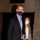 El Rey Felipe y la Infanta Sofía tras acudir a la ópera en el Teatro Real