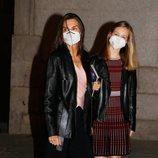 La Reina Letizia y la Princesa Leonor tras acudir a la ópera en el Teatro Real