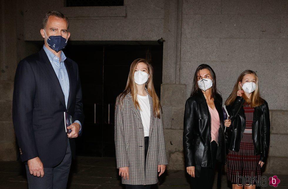 Los Reyes Felipe y Letizia, la Princesa Leonor y la Infanta Sofía tras acudir a la ópera en el Teatro Real