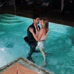 Joe Jonas y Sophie Turner en la piscina el día de su boda en Las Vegas