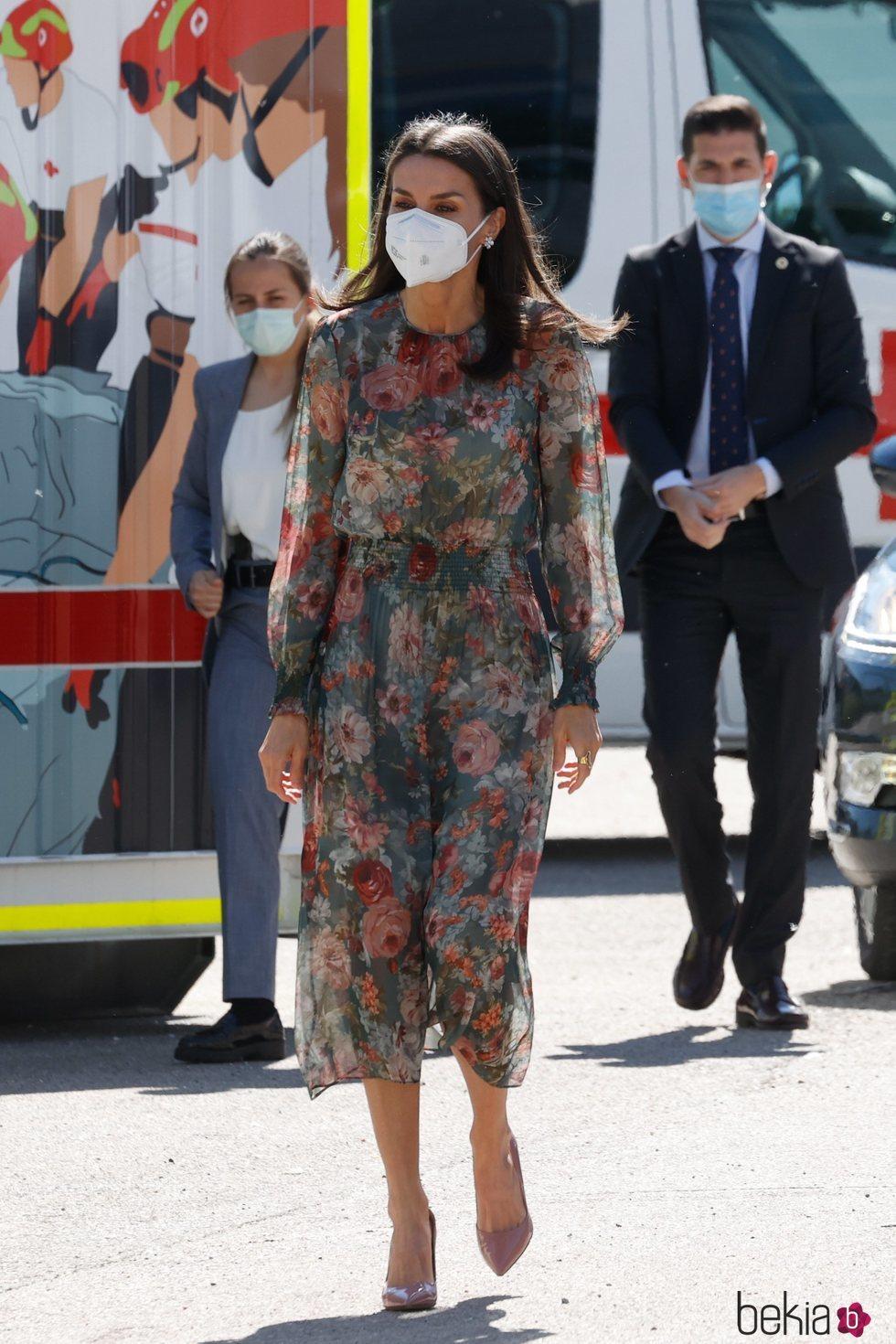 La Reina Letizia a su llegada al acto conmemorativo del Día de la Cruz Roja y de la Media Luna Roja 2021