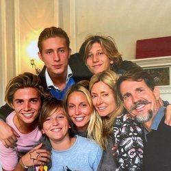 Pablo y Marie Chantal de Grecia posan con sus hijos Olympia, Tino, Achileas, Odysseas y Aristides de Grecia