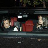 Laura Matamoros con Benji Aparicio llegando a un restaurante