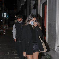Laura Matamoros con Benji Aparicio llegan a un restaurante