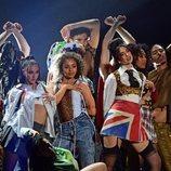 Dua Lipa durante su actuación en los Brit Awards 2021