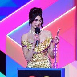 Dua Lipa recoge su premio en los Brit Awards 2021