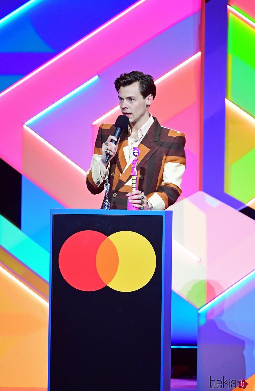Harry Styles recoge su premio en los Brit Awards 2021