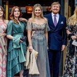 Guillermo Alejandro y Máxima de Holanda y sus hijas Amalia, Alexia y Ariane de Holanda en el concierto por el 50 cumpleaños de Máxima de Holanda
