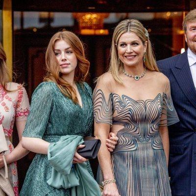 Guillermo Alejandro y Máxima de Holanda con sus hijas Alexia y Ariane en el concierto por el 50 cumpleaños de Máxima de Holanda