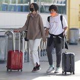 Victoria Federica y Jorge Bárcenas cogidos de la mano al final de su escapada en Ibiza
