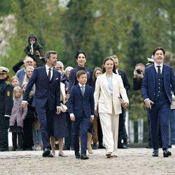 Federico y Mary de Dinamarca con sus hijos en la Confirmación de Christian de Dinamarca