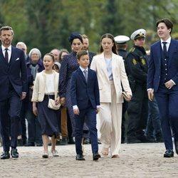 Christian de Dinamarca en su Confirmación con Federico y Mary de Dinamarca e Isabel, Vicente y Josefina de Dinamarca