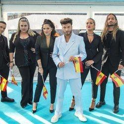 Blas Cantó con sus compañeros en la 'Alfombra Turquesa' de Eurovisión 2021