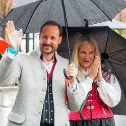 Los Príncipe Haakon y Mette-Marit de Noruega celebrando el Día Nacional 2021