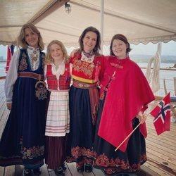 Marta Luisa de Noruega y sus hijas en el Día Nacional de Noruega 2021