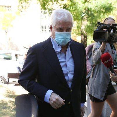 El Duque de Alba visita en el hospital a su hermano Cayetano Martínez de Irujo