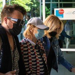 Mila Ximénez entra en el hospital con Belén Rodríguez y otro amigo