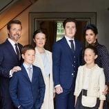 Federico y Mary de Dinamarca con sus cuatro hijos en la Confirmación de Christian de Dinamarca
