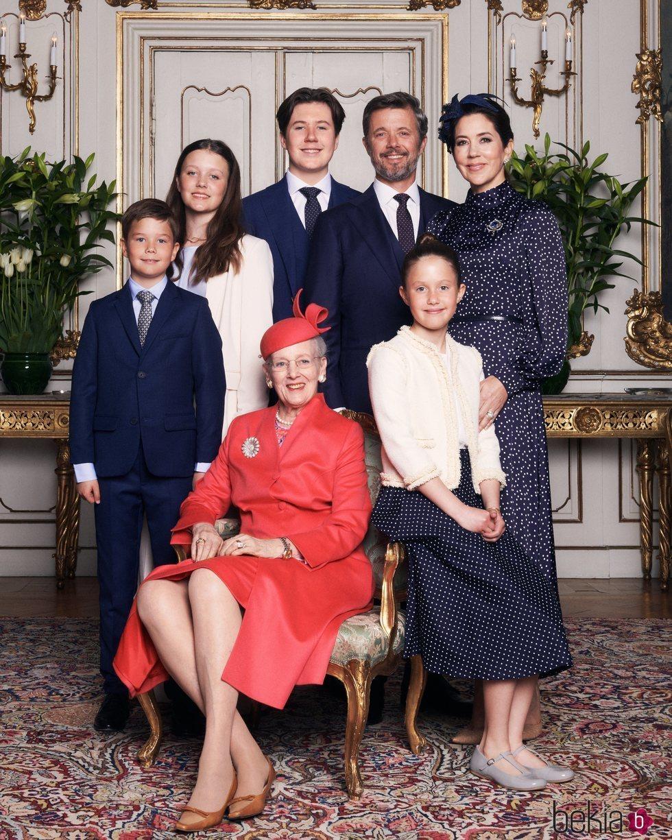 Margarita de Dinamarca, Federico y Mary de Dinamarca, Christian, Isabel, Vicente y Josefina de Dinamarca en la Confirmación de Christian de Dinamarca