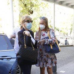 Belén Esteban y Mila Ximénez llegando a una revisión en el hospital