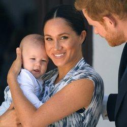 El Príncipe Harry y Meghan Markle con su hijo Archie en Sudáfrica