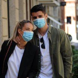 Álvaro Morata y Alice Campello paseando por las calles de Turín
