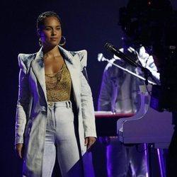 Alicia Keys durante su actuación en los Billboard Music Awards 2021