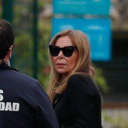 Ana Obregón, muy afectada en el funeral de su madre