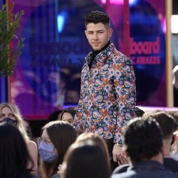 Nick Jonas como presentador de los Billboard Music Awards 2021