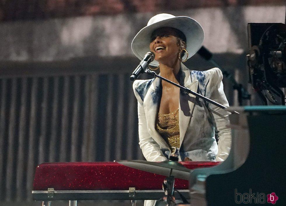 Alicia Keys actuando en los Billboard Music Awards 2021
