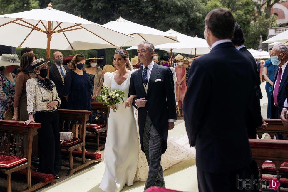 Belén Corsini con su padre, Juan Carlos Corsini, en su boda con Carlos Fitz-James Stuart