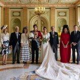 Carlos Fitz-James Stuart y Belén Corsini con sus padres y los Duques de Calabria en su boda