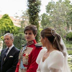 Carlos Fitz-James Stuart y Belén Corsini se dedican una tierna mirada en su boda