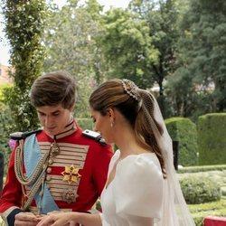 Carlos Fitz-James Stuart y Belén Corsini en el intercambio de anillos en su boda