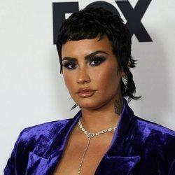 Demi Lovato posando en los I Heart Radio Music Awards 2021