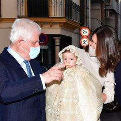 El Duque de Alba en el bautizo de su nieta Rosario Fitz-James Stuart