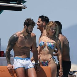 Manuel y Mayka ('La isla de las tentaciones') junto a Álex Bernardos ('MyHyV') en Ibiza