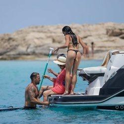 Rafa Mora y Macarena Millán tras darse un baño en Ibiza