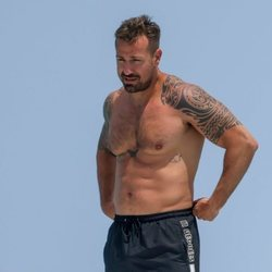 Rafa Mora con el torso desnudo en Ibiza