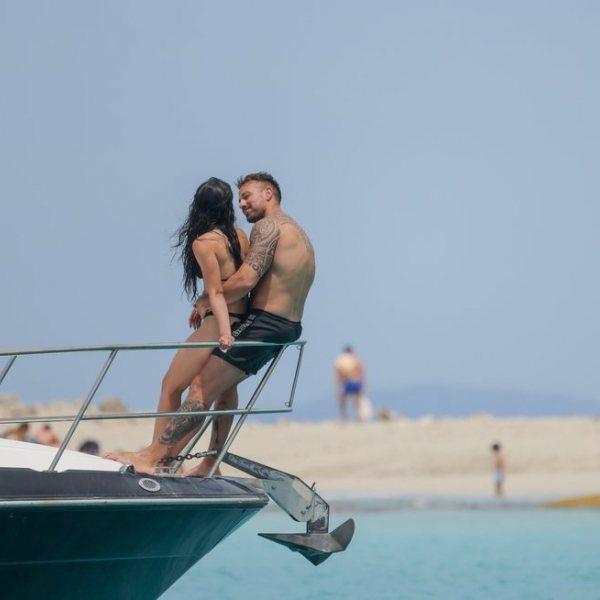 Rafa Mora y Macarena Millán, de vacaciones en Ibiza