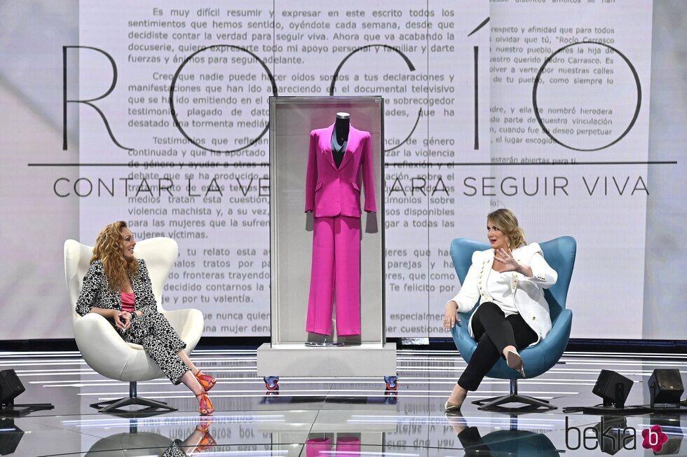 Rocío Carrasco, Carlota Corredera y el ya icónico traje rosa