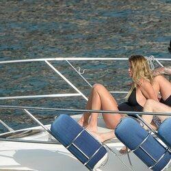 Makoke disfrutando del mar de Mallorca junto a su novio