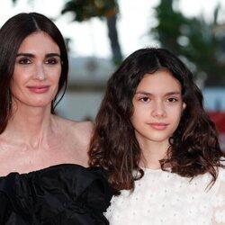 Paz Vega con su hija Ava en la alfombra roja del Festival de Málaga 2021